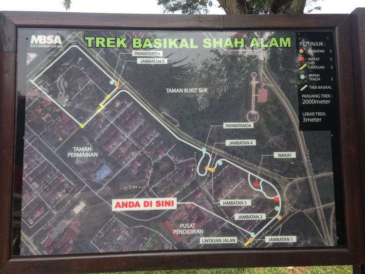 The initial 2km bike path