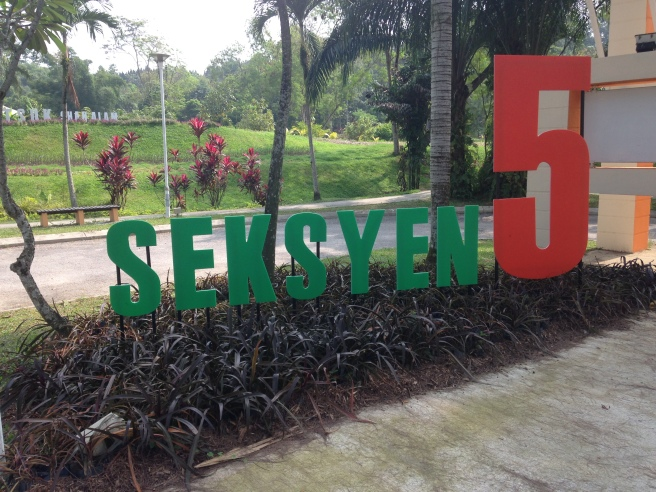 The Section 5 sign near the entrance of Taman Lembah Bukit SUK